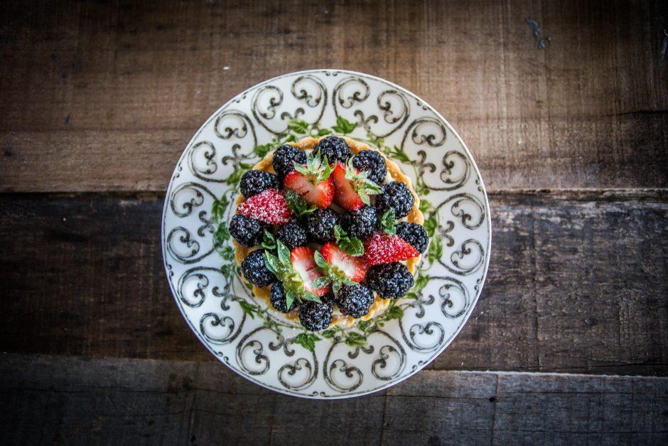 Crostatine con frolla Milano alla crema e frutti di bosco