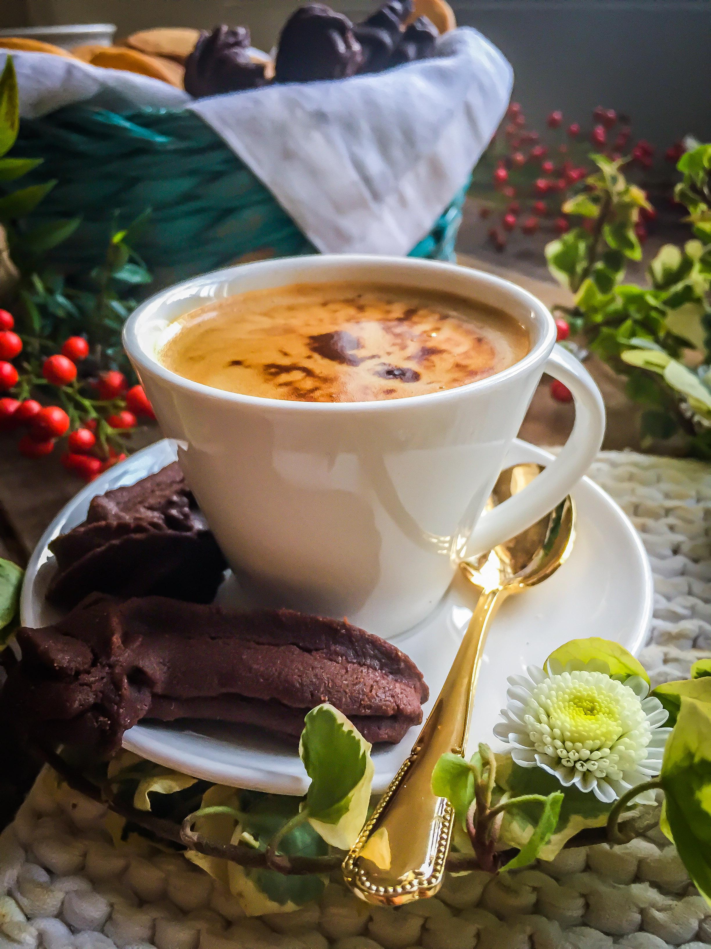 Biscotti da caffè: frollini al cacao e arancia