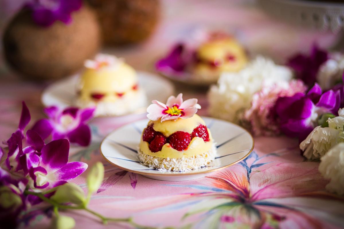 Torta con cremoso al cocco, cioccolato bianco e lime: