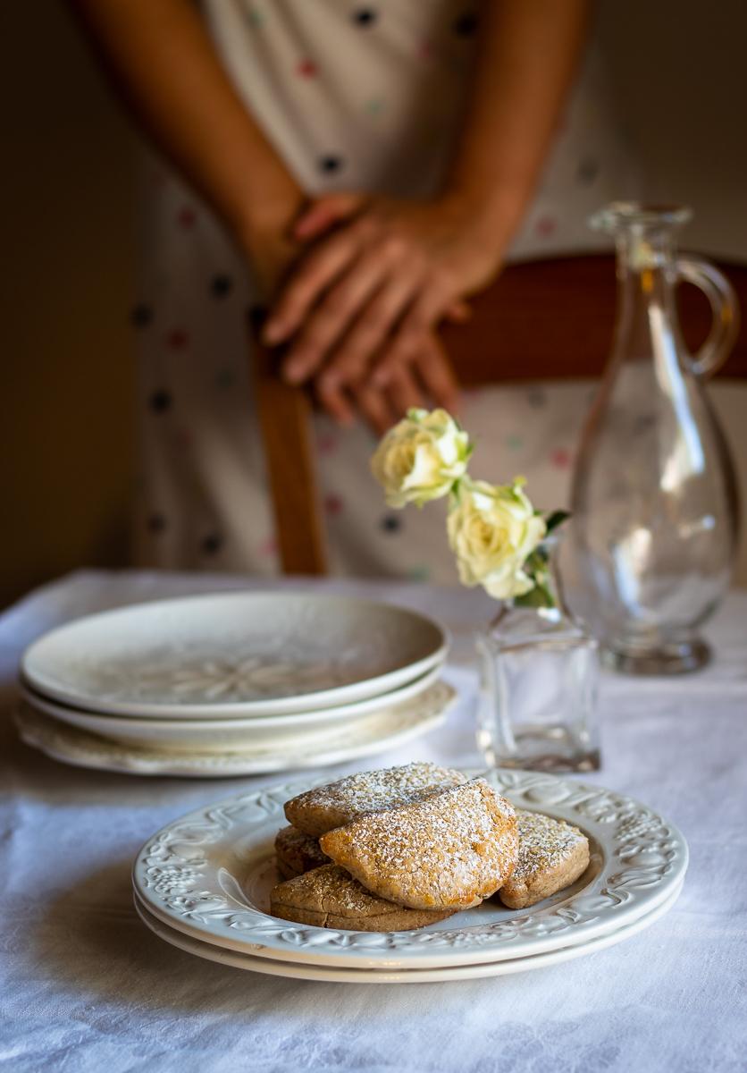 biscotti dolci con farina di castagne e cioccolato, senza glutine