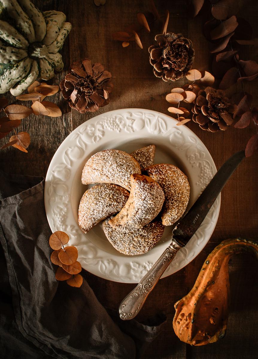 Biscotti dolci con farina di castagne e cioccolato