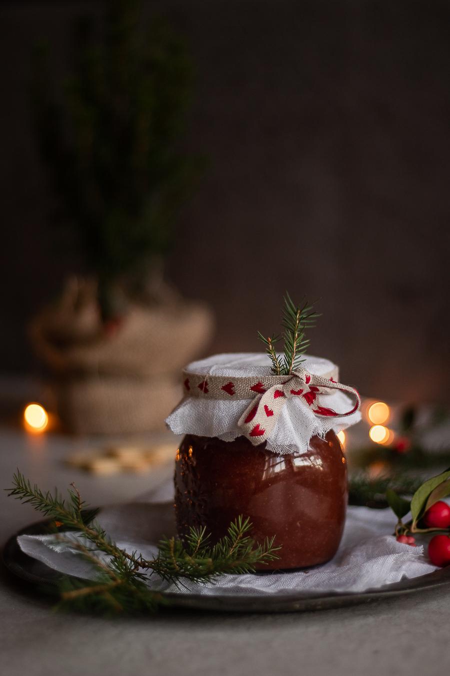 Marmellata di arance e cioccolato fondente al profumo di rosmarino