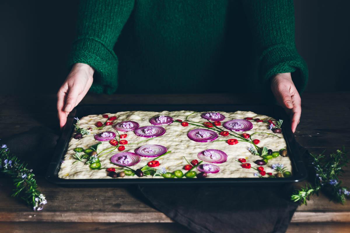 Come decorare una focaccia con le verdure