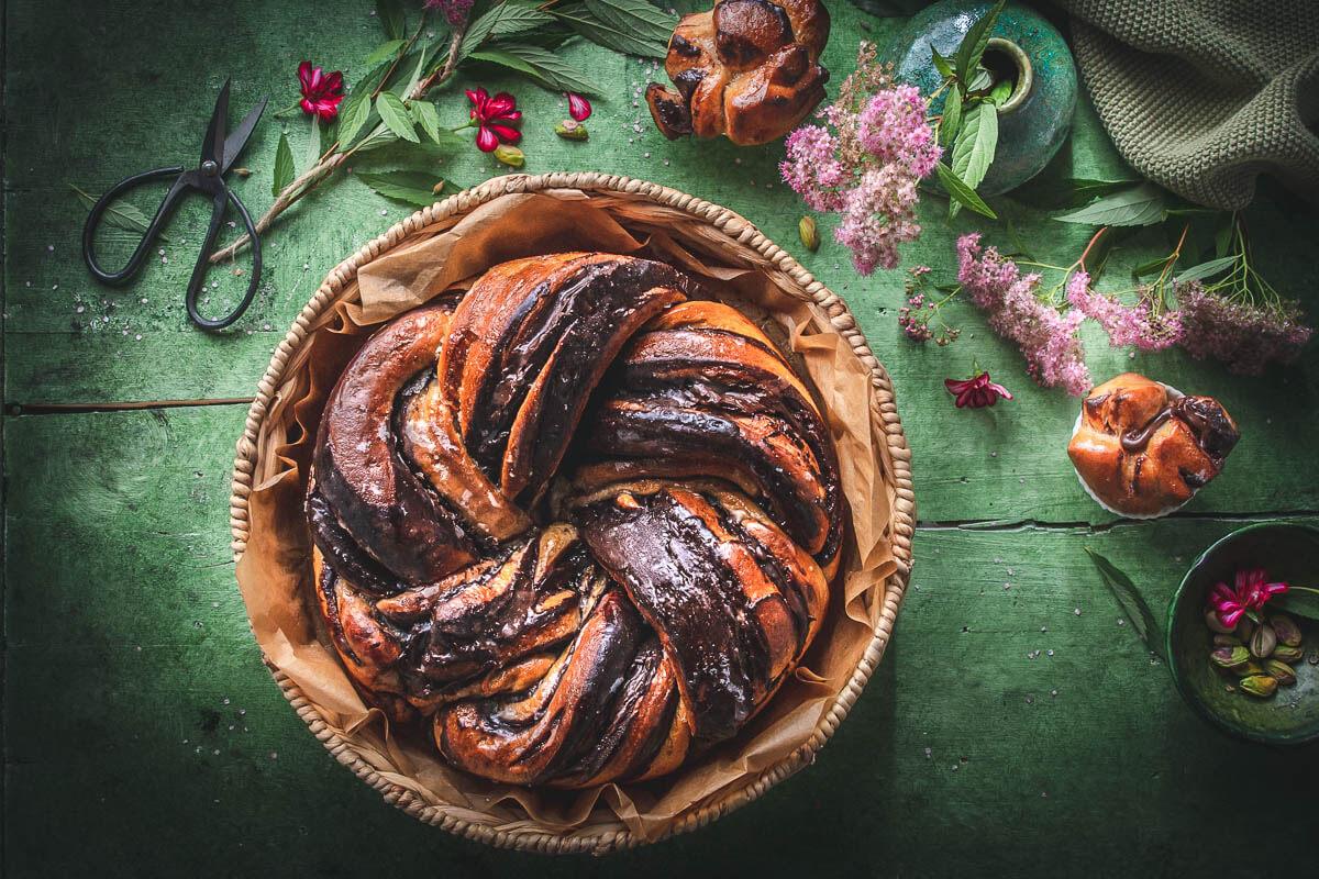 Babka rotonda al cioccolato e pistacchi, il dolce della tradizione ebraica