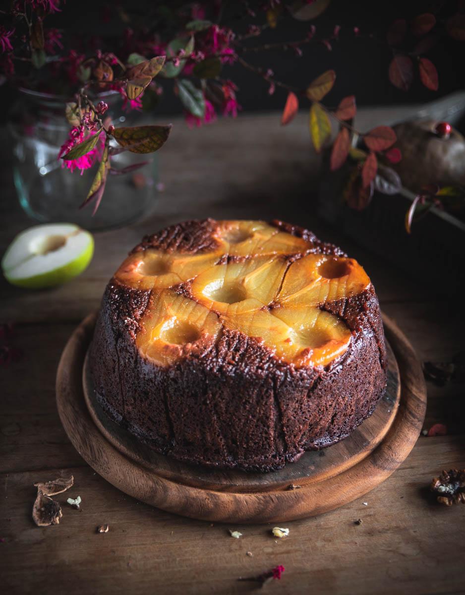 Torta rovesciata alle pere e cioccolato con cannella
