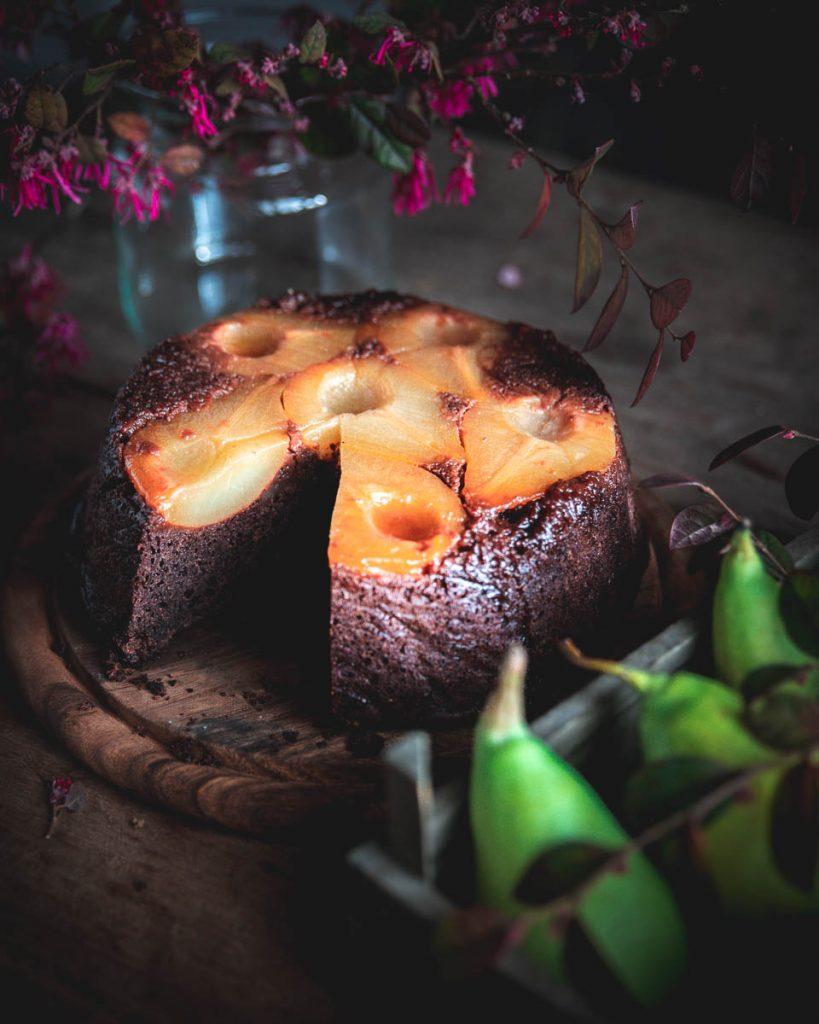 Torta rovesciata alle pere e cioccolato con cannella - food photopraphy - pear and chocolate cake - upside-down pear cake